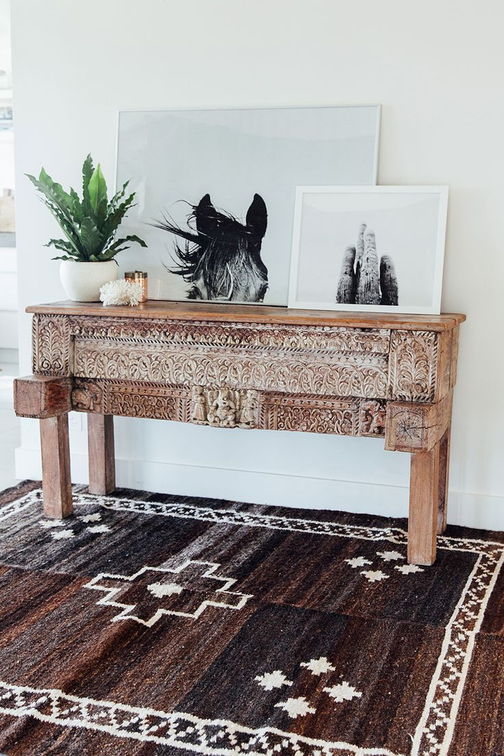 Adoring this rug -- such a beautiful entry look with an incredible blend of rustic and boho touches.