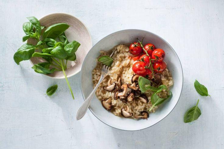 Kijk wat een lekker recept ik heb gevonden op Allerhande! Vegan risotto met shiitake en tomaten