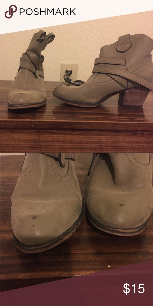 Military green ankle boogies w/ chunky heel. Military green ankle boogies w/ chunky heel. Rocket Dog brand bought from Shoe Carnival. Size 8. Small scuffing on toes. Rocket Dog Shoes Ankle Boots & Booties