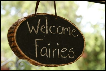 Fantastic fairy themed party- everything is beautiful. And I *love* the craft and cake!