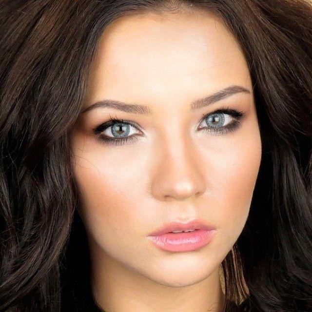 Bronzed look, natural makeup