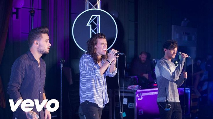 One Direction - Torn (Natalie Imbruglia cover in the Live Lounge) - YouTube