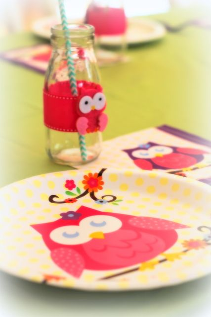 Table setting at a Night Owl Slumber Party #owl #slumberparty