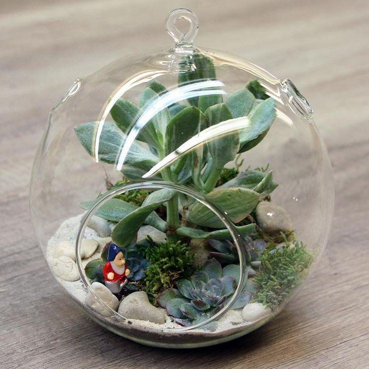Pour les fêtes de fin d'année et une décoration de Noël naturelle et sobre, nous vous présentons le terrarium Jardin d'hiver ; tellement facile, qu'il peut être fait avec les kids.