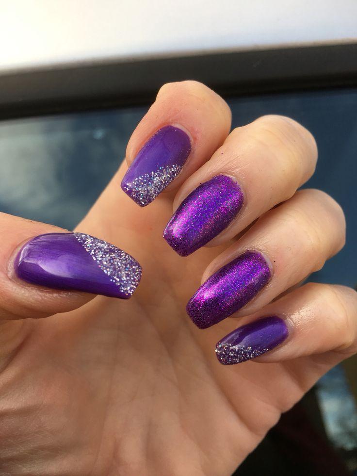 Lila naglar med lite glitter på!!!