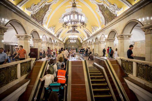 El metro de Moscú es probablemente el más bonito del mundo ¿quieres saber algo más sobre él?