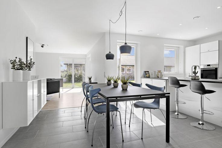 Udstillingshus i Viby Sjælland // køkken/alrum