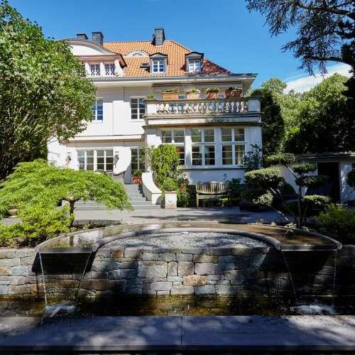 Luxus Wasserspiel, Naturstein Grauwacke der Firma Quirrenbach, klassischer Garten, Ideen | Bonzai Pflanzen. Individuelle Gartenplanung Rheingrün Gartengestaltung