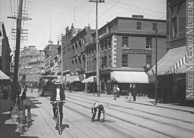 Image PairsCreate a new pairPairs created by visitors : 0 Photograph Sparks Street looking east, Ottawa, ON, 1900 Wallis & Shepherd 1900, 20th century Silver salts on glass - Gelatin dry plate process 6 x 8 cm MP-0000.27.168 © McCord Museum