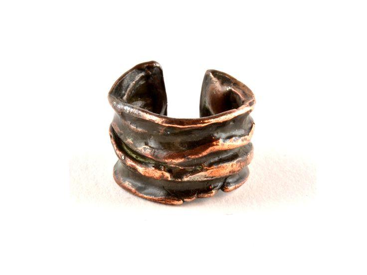 #anello crespo in bronzo lavorato #collezionematerie #patriziacorvagliagioielli #viadeibanchinuovi45 #Roma #eccellenzeromane #lusso #madeinitaly http://www.patriziacorvaglia.it