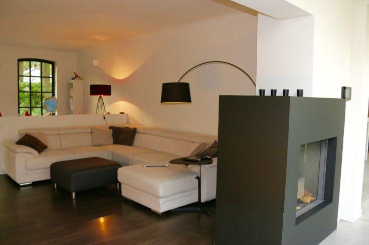 Te koop - Huis 4 slaapkamer(s)  - bewoonbare oppervlakte: 251 m2  - Recent gerenoveerde woning met hedendaagse afwerking in geliefde stijl. Zeer veel lichtinval, volledige privacy, omringd door groen. Ramen, dak, elekt  - beveiligde toegang (alarm) - bouwjaar: 1953-01-01 00:00:00.0 - wasplaats - dubbel glas - dressing 1 bad(en) -   4 gevel(s) -  2 toilet(ten) -  - eetkamer - oppervlakte kelder: 22 m2 - oppervlakte keuken: 26 m2 - oppervlakte zolder: 19 m2 - oppervlakte living: 28 m2…