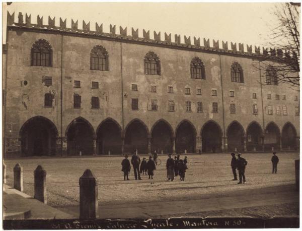Piazza Sordello - Palazzo Ducale - Corte Vecchia - Palazzo del Capitano  #Mantova (1900-1910) #Arte