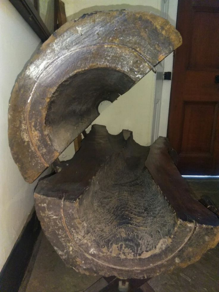 Did you know that water was piped throughout London using wooden pipes? Then lead pipes, cast iron and now plastic. This is a 1830s wooden cross section of actual water pipe dug up in London #WOW #water #PLUMBING Https://www.morticeandgreensashwindowrepairs.co.uk/ mortice and green