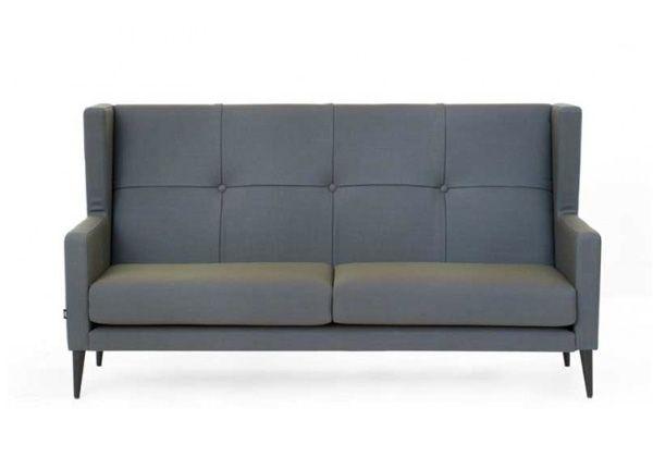 Fin lille sofa fra Raun i et flot design. #raun #design #indretning