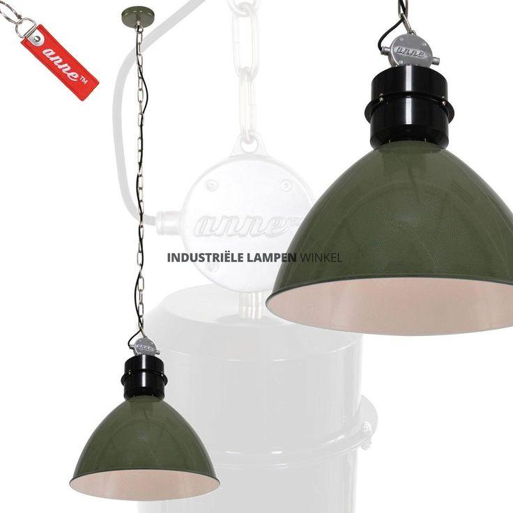 Unieke,+stoere+industriële+hanglamp,+behorend+tot+de+serie+'Frisk'+vintage+lampen.+Deze+metalen+hanglamp+is+afgeleidt+van+de+bekende+fabriekslampen+van+vroeger.+De+plafondbevestiging+en+het+'trafohuis'+zijn+van+gegoten+ijzer+vervaardigd.+De+grove+ketting+zorgt+voor+een+stoer+industrieel+uiterlijk.+Deze+stoere+hanglamp+heeft+een+grote+fitting,+maximaal+belastbaar+tot+60+watt.+De+binnenkant+van+de+kap+is+wit+zodat+het+licht+goed+reflecteert.+De+maximale...