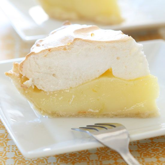 Discover how to make meringue for the perfect summer dessert.