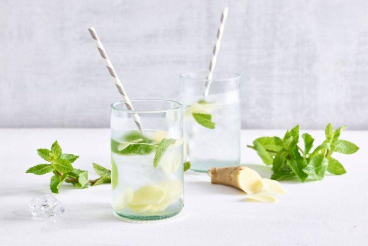 Deze bruisende limonade lijkt wel een cocktail. Cheers! - Recept - Allerhande
