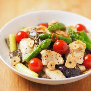 鶏むね肉と夏野菜のガーリック炒め 、 金麦クリアラベル+by+筋肉料理人さん+|+レシピブログ+-+料理ブログのレシピ満載! ++こんにちは、筋肉料理人です!鶏むね肉と夏野菜の茄子、アスパラガス、ミニトマトを使った料理の紹介です。鶏むね肉と夏野菜のガーリック炒め鶏むね肉は1㎝厚の一口大に切り、肉叩き、もしくは麺棒等で叩き、片...
