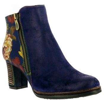 Angela 14, these easy-to-wear ankle boots from quirky brand Laura Vita are just the right balance of pretty and practical. Dare to be different in these bold handcrafted boots made from natural leather. In this blue floral combination, they look great on the foot and feel good too! Featuring a large side zip design for an easy and secure fit, they boast comfortable padding and a flexible, treaded sole to keep you comfy all day…