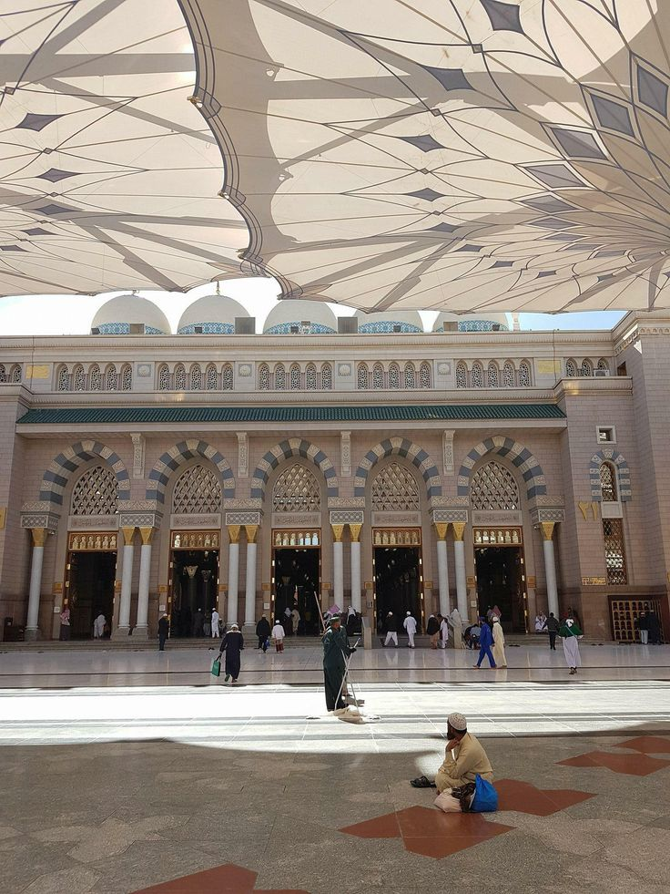 I haven't seen any posts on Saudi Arabia that weren't disparaging. Here are some shots from my 2017 trip to Jeddah Mecca and Medina KSA. Album in comments http://ift.tt/2CrnXsM