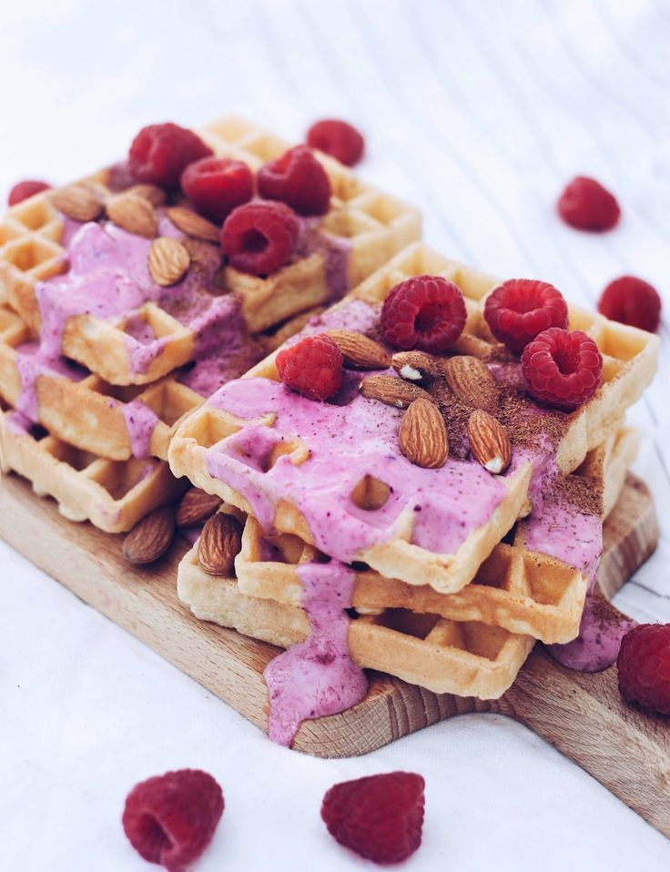 Alpro, Alpronista, Frühstück, Morgenroutine, gesundes Frühstück, sisterMAG, Protein Waffeln, Eiweiß, Low Carb, Waffles, Gluten Free, Healthy Treats, Healthy, Fit Recipes, Vegan, High Protein, Xucker, Erythrit, Mandeln, Sommerrezepte
