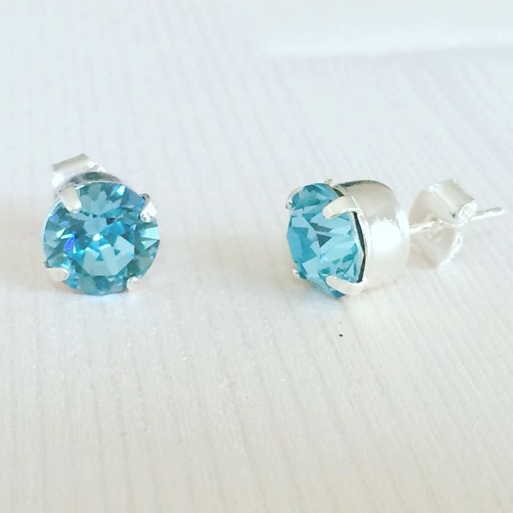Aqua marine blue Swarovski oorbellen.