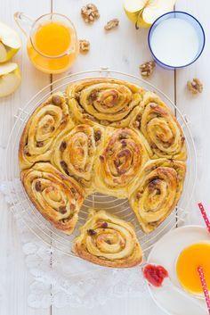 Rollitos de hojaldre rellenos de manzana asada, canela y pasas