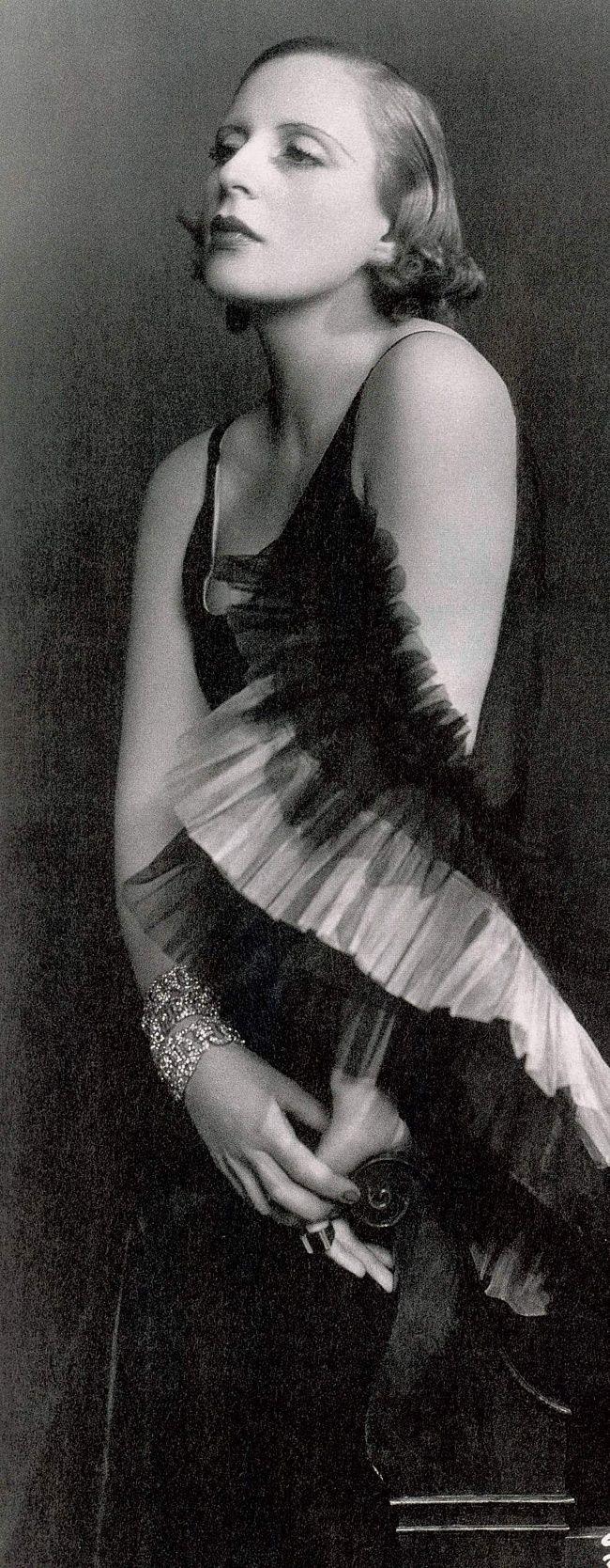 Tamara de Lempicka - 1929 - Photo by Dora Kallmus (Madame d'Ora Studio) - Paris - @~ Watsonette