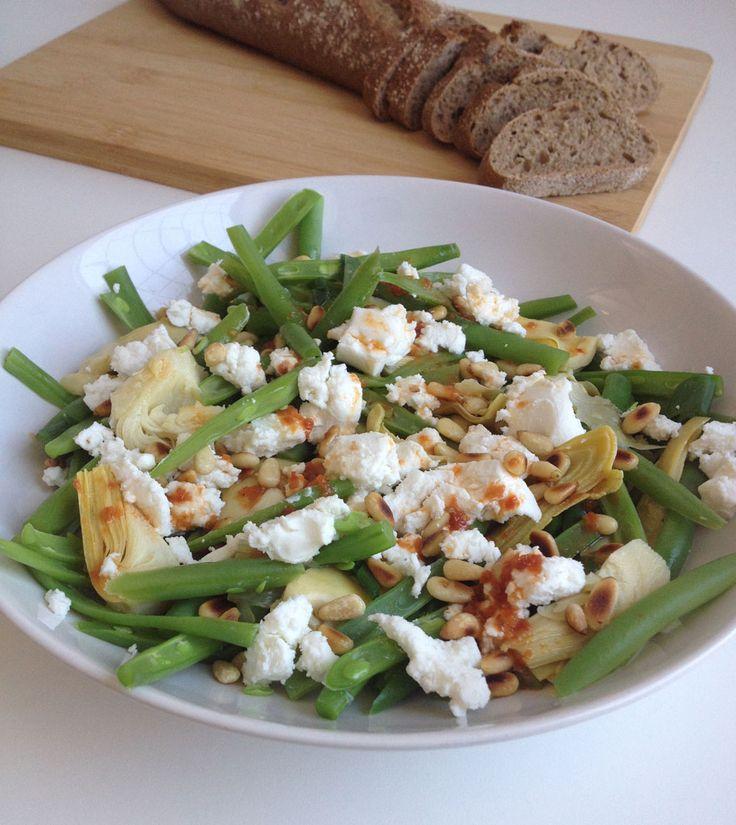 Sperziebonen-artisjok salade met geitenkaas en ansjovis