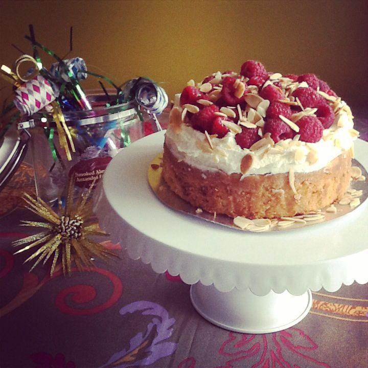 Petit raspberry cake for summer