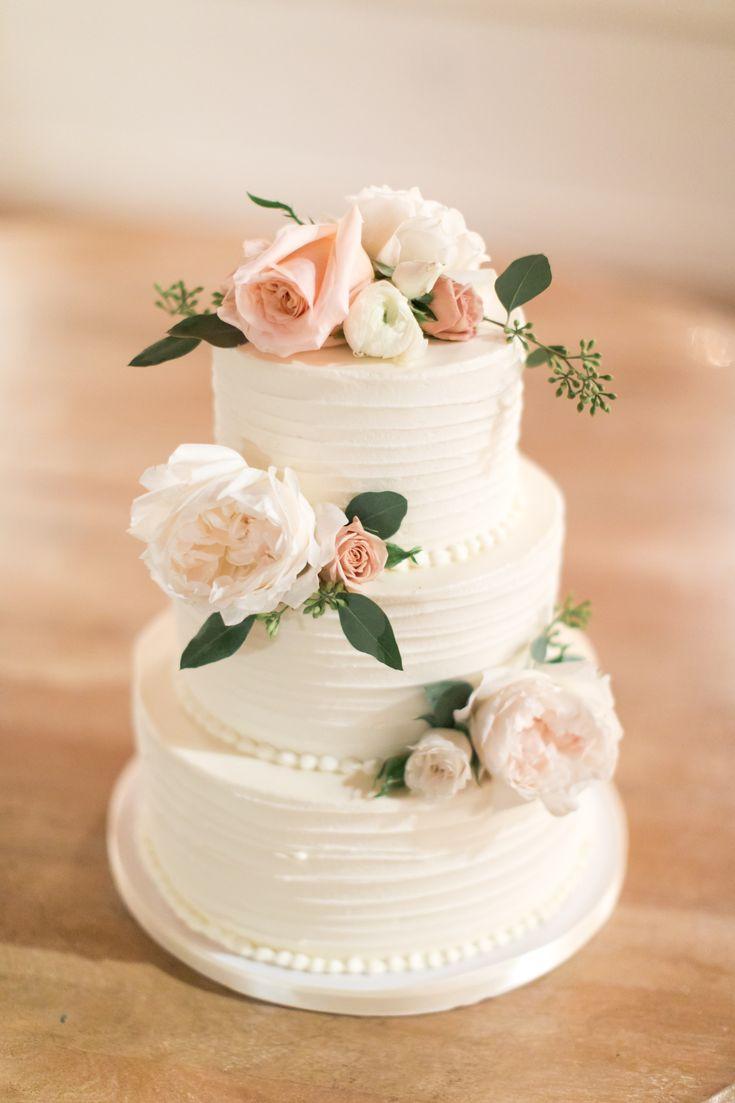 3-stufige Buttercreme-Hochzeitstorte im Strudel-Design mit frischem Blüten-Dekor   – 16.05.20♥️