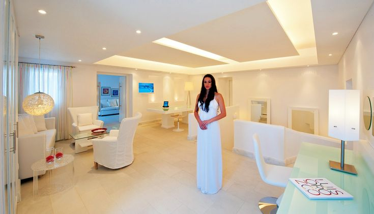 Diamonds are forever! Enjoy this stunning 240 m2 suite with multiple-use spaces and a private sea water swimming pool! The ultimate in luxury. https://www.petasos.gr/accommodation/suites/#diamond-suite #PetasosBeach #Mykonos #PlatisGialos #Petasos #Beach #Summer2017 #Summer #SummerHolidays #SummerVacation