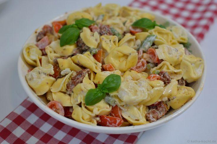 Tortellinisalat mit Spargel und Tomaten