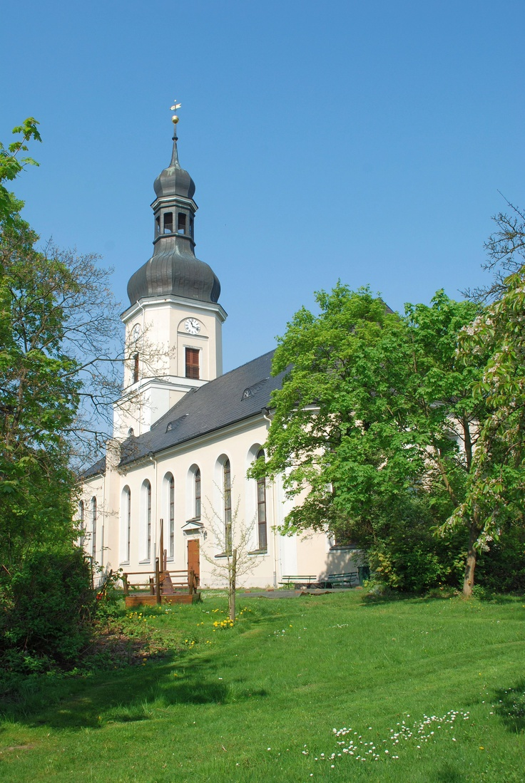 Another romantic place is the church Gedächtniskirche in Schönefeld where Clara and Robert Schumann got married. The marriage of these lovers was not approved by Clara´s father. But Clara and Robert fought for their love and got married in 1840.