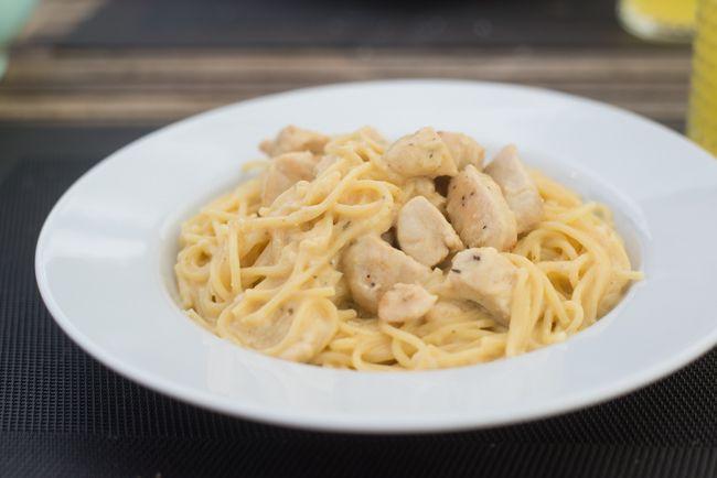 Na het succes van de vorige eenpanspasta heb ik van een Creamy Kip Cajun pasta voor jullie. Super makkelijk, heerlijk romig en zomers!