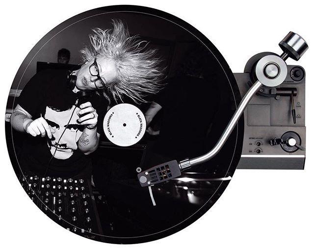 """Dona da pista: conhecida pelo pseudônimo The Black Madonna a DJ Marea Stamper (@blackmadonnachi) integra o line-up dos maiores festivais do mundo - e agora conquista também os ouvidos da turma da moda. Conheça mais sobre a artista que vem ao Brasil em setembro para o Rock in Rio na reportagem de @goos no canal """"Cultura"""" do site vogue.com.br! #musica #rockinrio  via VOGUE BRASIL MAGAZINE OFFICIAL INSTAGRAM - Fashion Campaigns  Haute Couture  Advertising  Editorial Photography  Magazine Cover…"""