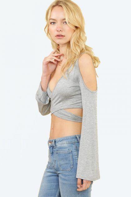 BLUSA COLD SHOULDER CROP   $39.900 Compra en Colombia este y muchos otros productos fashion desde nuestra tienda www.bonitas.com.co  tenemos outfits, accesorios, zapatos, maquillaje y mucho más para ti.