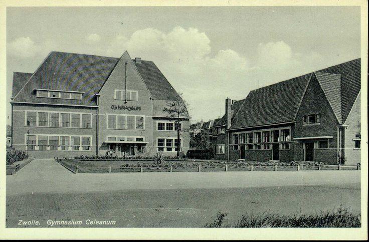 Voorgevel en conciergewoning van het Gymnasium Celeanum aan de Veerallee, in 1929 gebouwd door stadsarchitect L. Krook . Op de gevel in metalen letters GYMNASIUM.