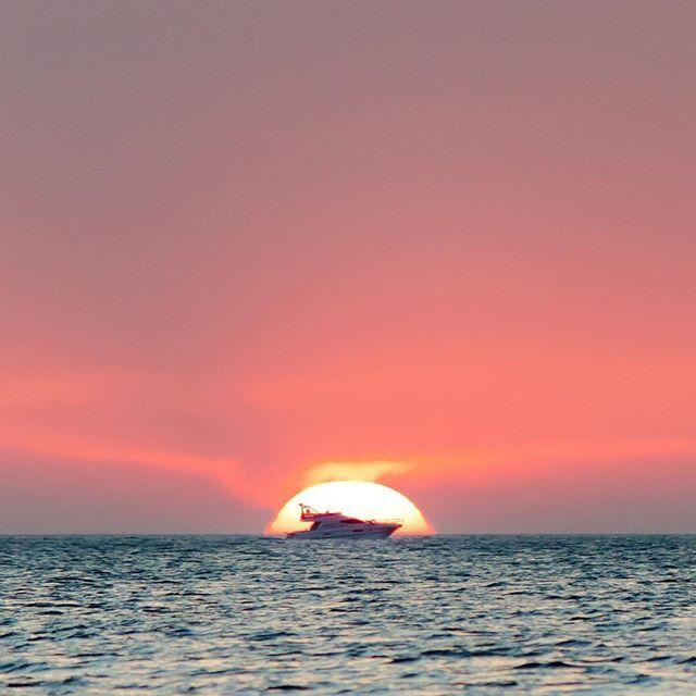 Qué mejor que cerrar un fantástico finde con una puesta de sol? 😎 #ibiza2016 #ibizaandme #ibiza #sunset #ibizasunset #eivissa #photooftheday #picoftheday #instamood #ibizastyle #ibizalife