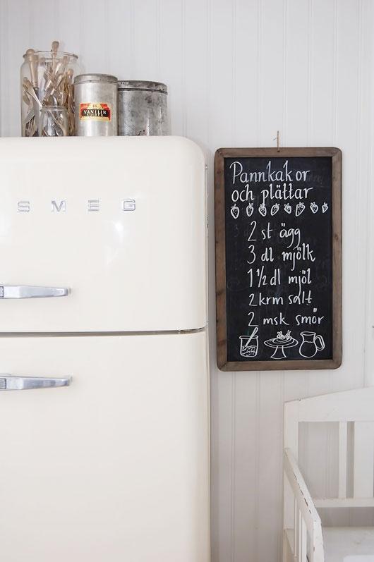 Black board + smeg fridge from SFgirlbythebay blog