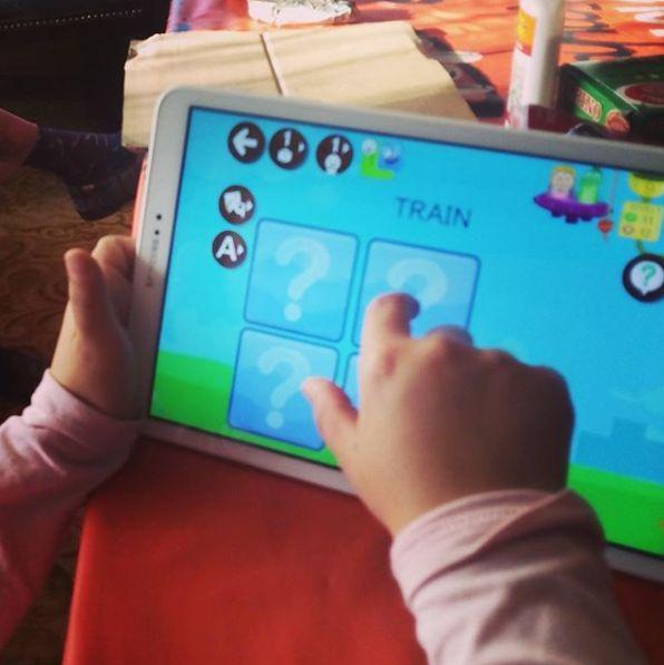 Juego de hacer parejas para aprender vocabulario en inglés desde la app ENGLISH 456 en Android, iPad u ordenador  #kids #preschool #memory #pairs #app #ipaded #English #vocabulary #learnenglish #maestas #PDI aula #tablet #homeschooling #repaso
