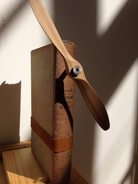 3 Assemblages com Livros by Caio Estudio Manus, via Flickr