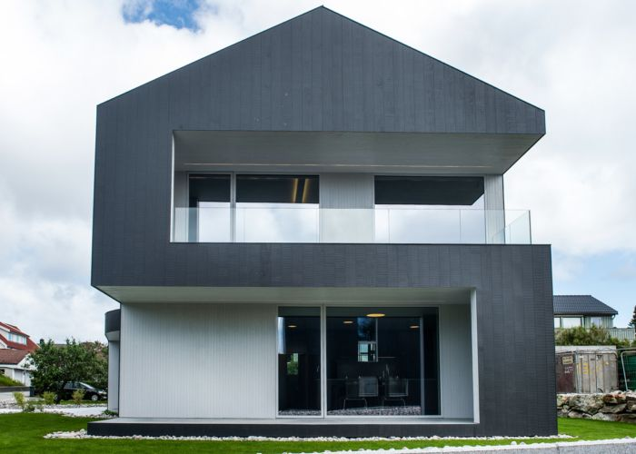 Contemporary house designed by norwegian architects #Husgalleriet using #idealcombi windows and doors