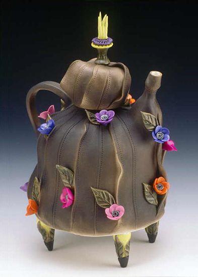 Teapot  نحن عائلة تحب شرب الشاي جداً نشربه مرات عديدة في اليوم !!؟؟  ووجود هذا الأبريق الجميل ،، يجعلنا نزيد في شربه !!