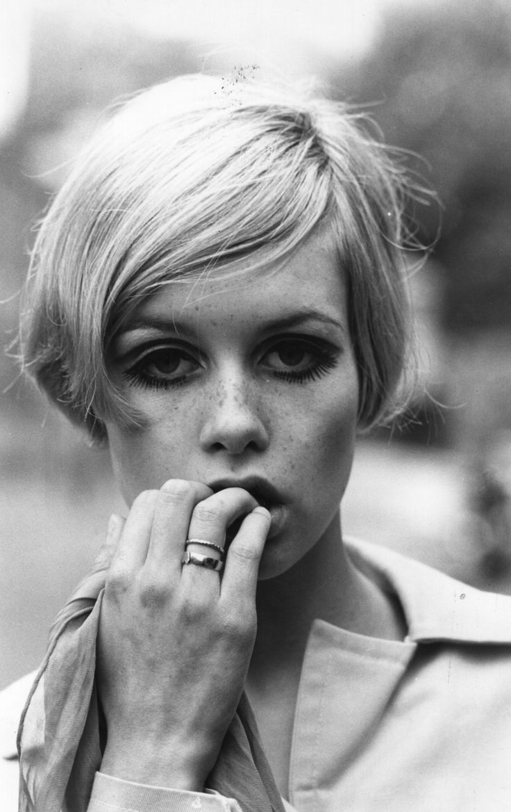English fashion model Twiggy - 1966