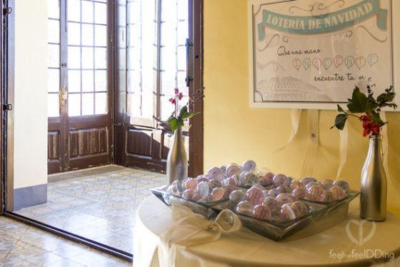 Feel The JackSons13: el seating de la boda se convirtió  en una lotería, la lotería  de mesas. Un invitado una bolita. Que una mano inocente encuentre tu mesa. Feeldding weddings.