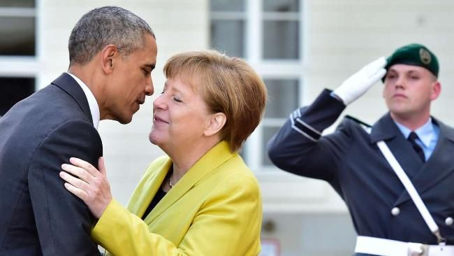 Hannover: Mit zwei Küsschen auf die Wange begrüßte Kanzlerin Angela Merkel den USA-Präsidenten Barack Obama