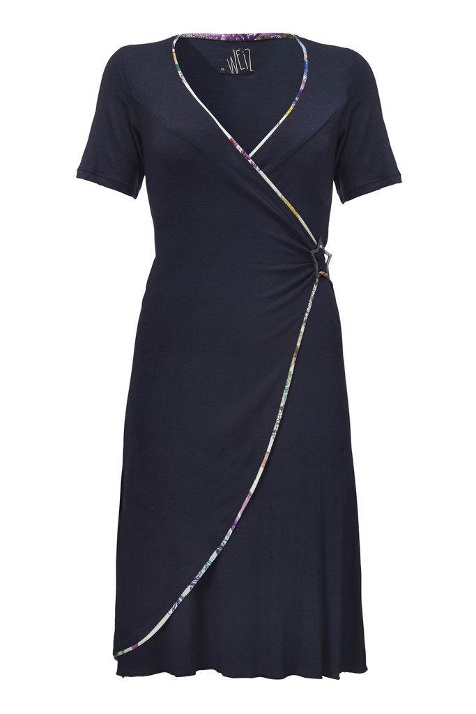 Smuk Vera kjole i dyb marine blå og slå-om stil