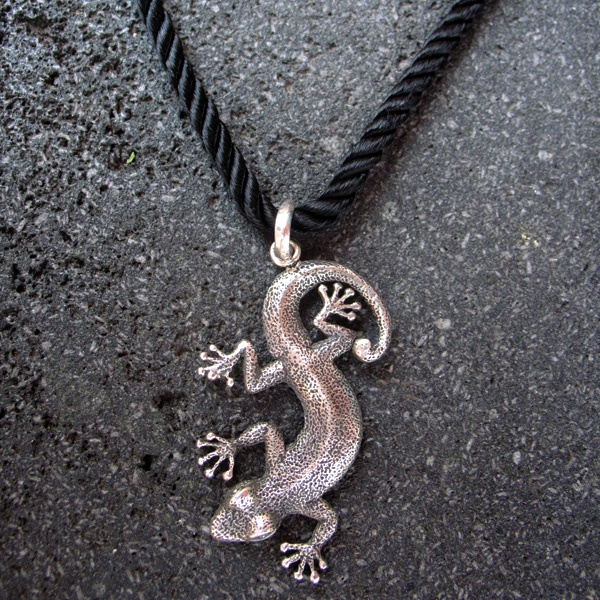 This iconic silver gecko will delight any fun loving nature girl.