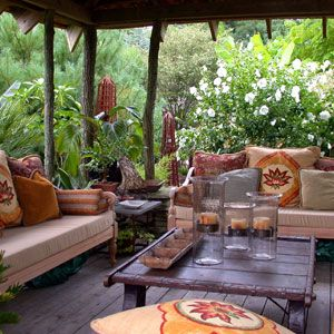 LOVE LOVE LOVE LOVE this porch, the decorations, and the garden beyond!